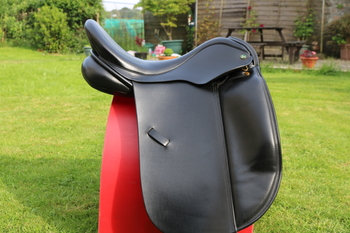 Black Ideal Roella Dressage saddle, 17.5 inch, medium fit