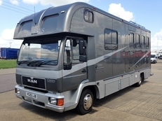 SUPER OAKLEY 7.5 TONNE. 3 STALL LUXURY
