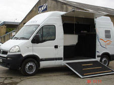 RENAULT MASTER / VAUXHALL MOVANO 3. 5 TONNE HORSEBOXES