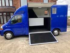 RENAULT MASTER 3.5t HORSE BOX