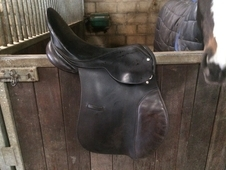 "17"", 8"" d to d. Leather saddle open to offers!"