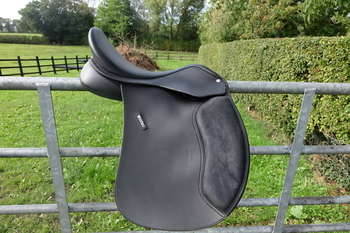 "Wintec 500 Wide 17"" Saddle"