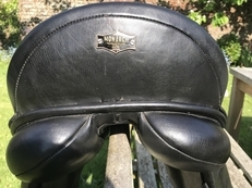 "17"" medium Monarch Dressage saddle"