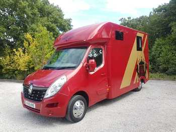 HAMPTONS HORSE BOXES 2015 RENAULT MASTER - USED DEMO, 37,000 MILES, 6 MONTHS BUILD WARRANTY, 12 MONTHS RAC PLATINUM WARRANTY