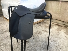 Wintec dressage saddle 16""
