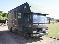 FORD CARGO 7. 5 TON 3 HORSE LORRY