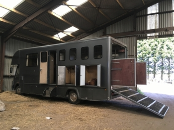 Bedford 3 stall horse box