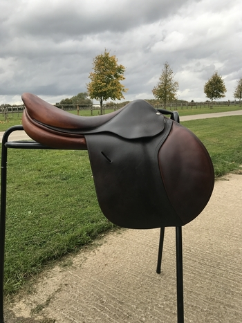 Stunning Butet 17,5 Jumping Saddle