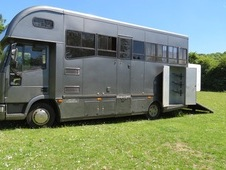 BEAUTIFUL DARK GREY 7. 5t IVECO HORSEBOX