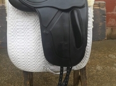 Fairfax Monoflap Dressage saddle. 17.5inch as new.