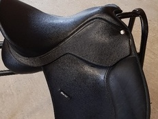 "16.5"" Wintec 500 saddle with easy change gullet system"