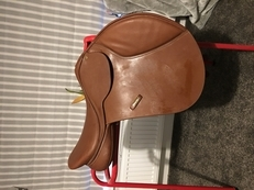 "16.5"" tan jump saddle with all extras"